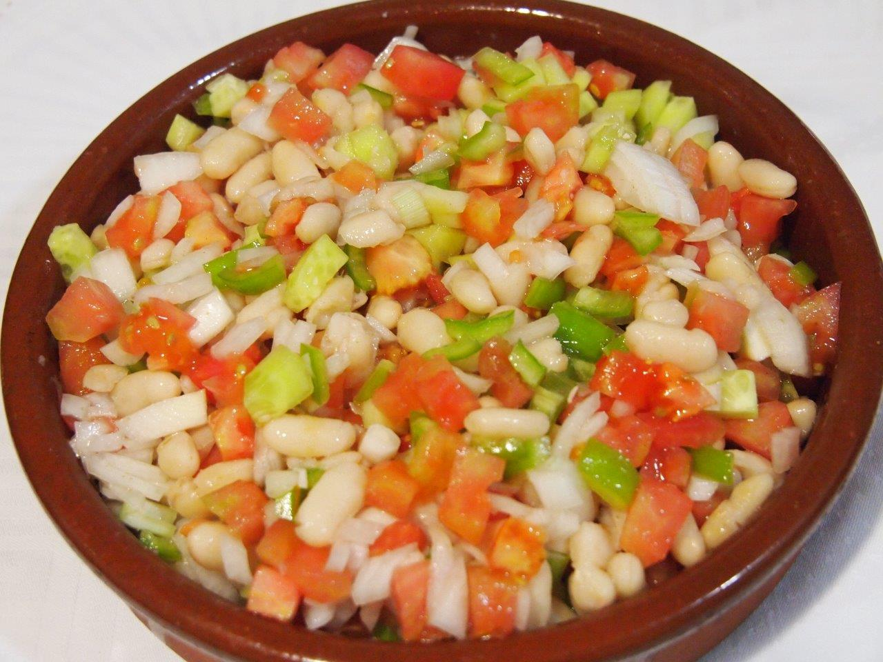 Pipirrana con alubias blancas cocina sin carn for Como cocinar alubias de bote
