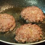 Minihamburguesas de avestruz con boletus confitados y pan dulce casero proceso
