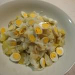 Patatas aliñás bacalao  huevos de codorniz