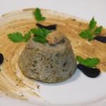 Flan berenjena atún  mayonesa  ajo negro