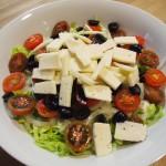 Ensalada  lechuga cherrys  queso tierno aliño pesto genovés