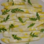 Carpaccio espárrago blanco aceite guindilla