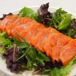 Sashimi  salmón y brotes verdes