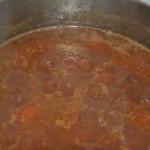 Caparrones con verduras cociendo