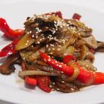 Sartén de verduras y champiñones estilo oriental