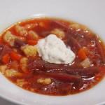 Sopa de coliflor y remolacha con queso cremoso