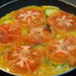 Tortilla española con calabacín y tomate