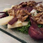 Plato de Ensalada de kale con queso curaddo