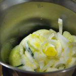 Batido de ingredientes para Crema de pepino con base de chía