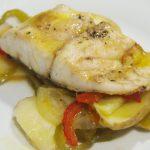 plato de bacalao y verduras al horno